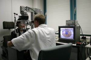 Hier sehen Sie eine Augenlaserbehandlung